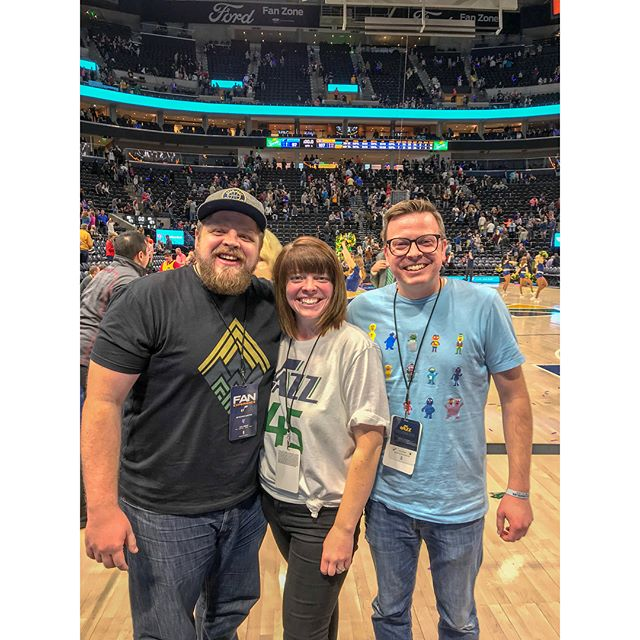 Won front row tickets to the @utahjazz game! (Thanks, Mike) Was able to meet the legend Mark Eaton. Was mesmerized by rookie sensation @spidadmitchell. Caught up with my old friend @justinstubbs. Was enlightened by the brilliant @jaredcovington. And watched another #utahjazz win. Awesome night! Oh and free chicken! Be sure to swipe.