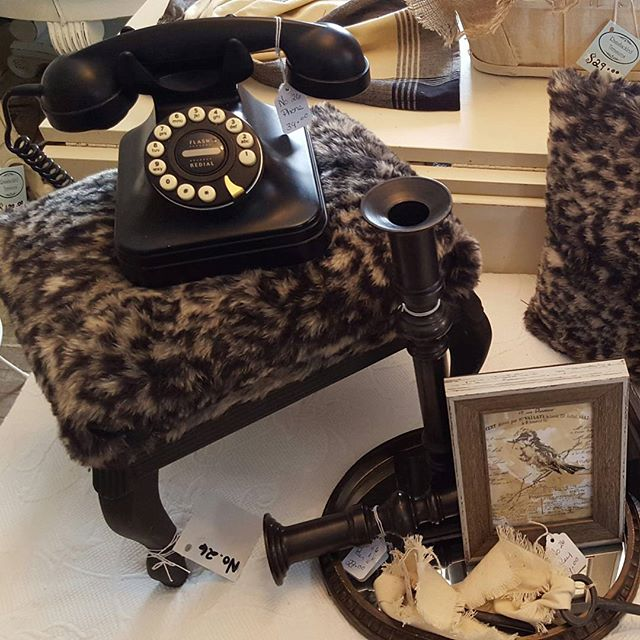 How many #millenials would know how to use this phone? It is #flashbackfriday. We open today at 10am. #fauxfur #repurposed #homedecor