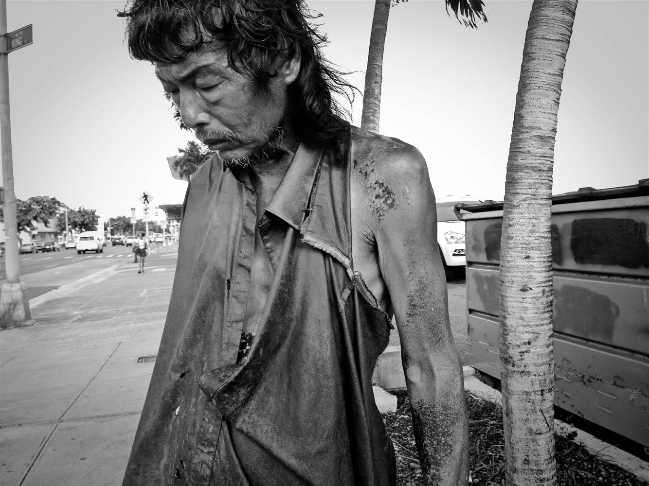 Woman Photographs The Homeless Only To Find Her Father Among Them   This is the story of Diana Kim, a young photographer born and bred in Honolulu, Hawaii. Formerly homeless, Diana has dedicated her love of photography to showcasing the hardships faced by the homeless in her project entitled  The Homeless Paradise .Though never did she think this project would force her to face a different hardship of her own – confronting her estranged father, alone on the streets, suffering from a severe mental illness.