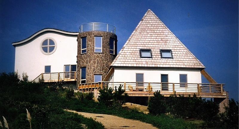 Whitehead House. Kitty Hawk, NC - Designed by Greg Frucci. Built by Lee Tugwell in 1992.