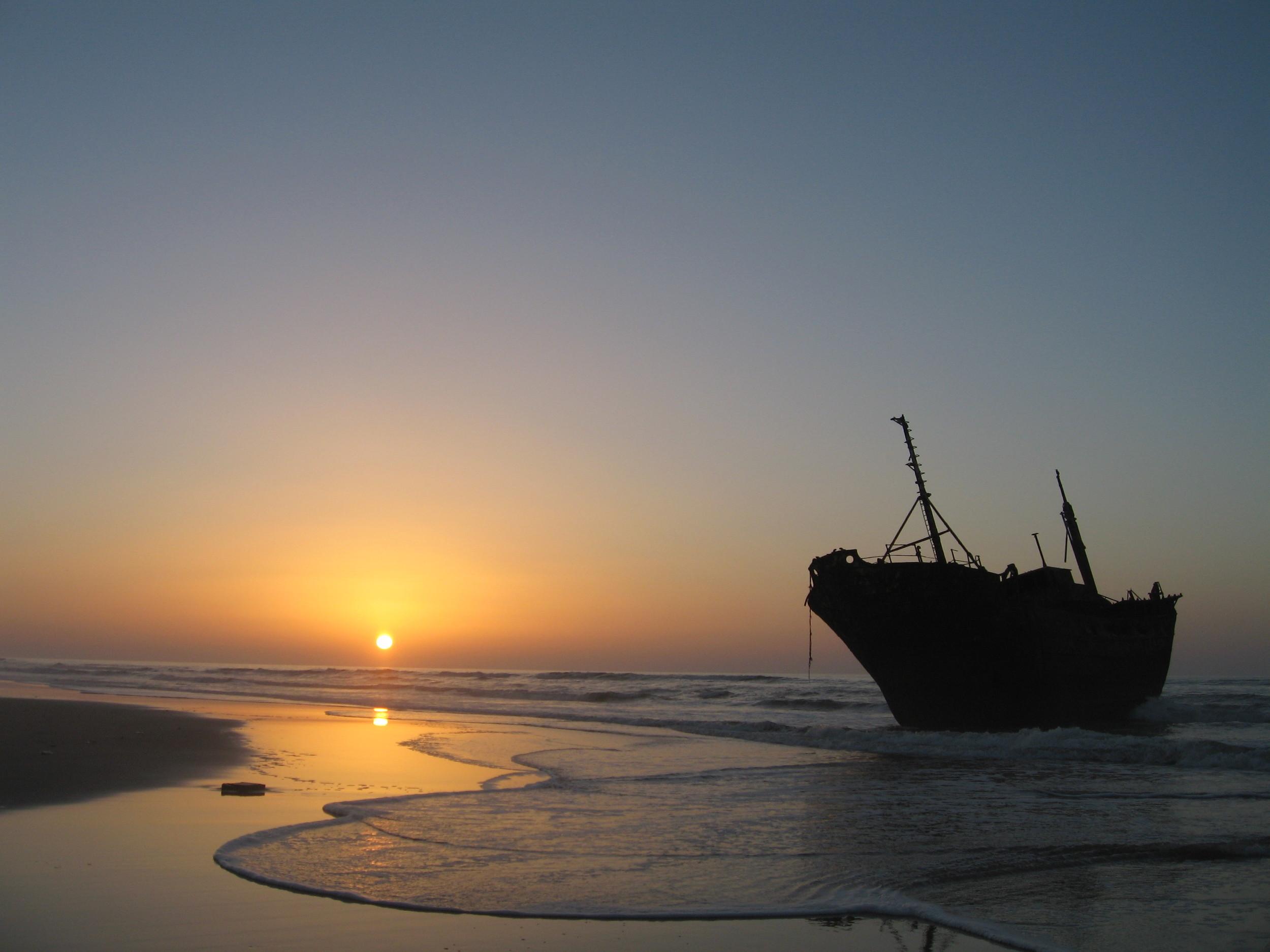 Shipwreck along the coast of western sahara.  CREDIT: IMAGE BY Jurgen, https://www.flickr.com/photos/300tdorg/3518340136.