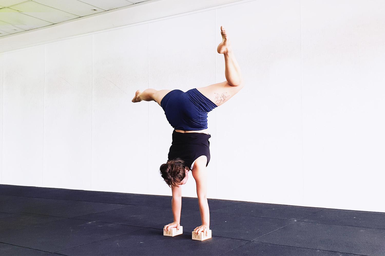 elise-handstand1.jpg
