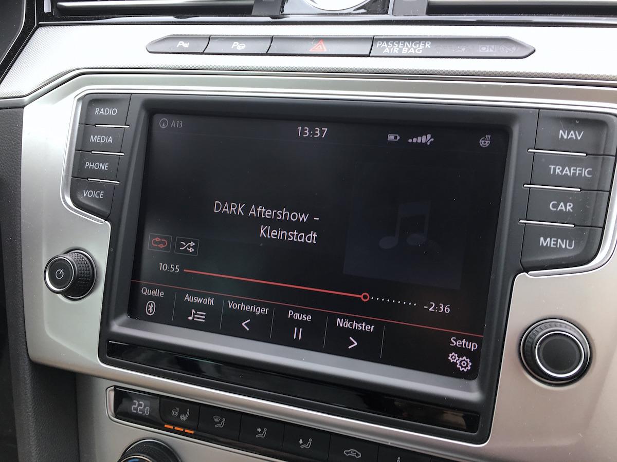 Über Bluetooth verbindet sich Deezer automatisch mit dem Auto Media Player und lässt sich über diesen steuern.