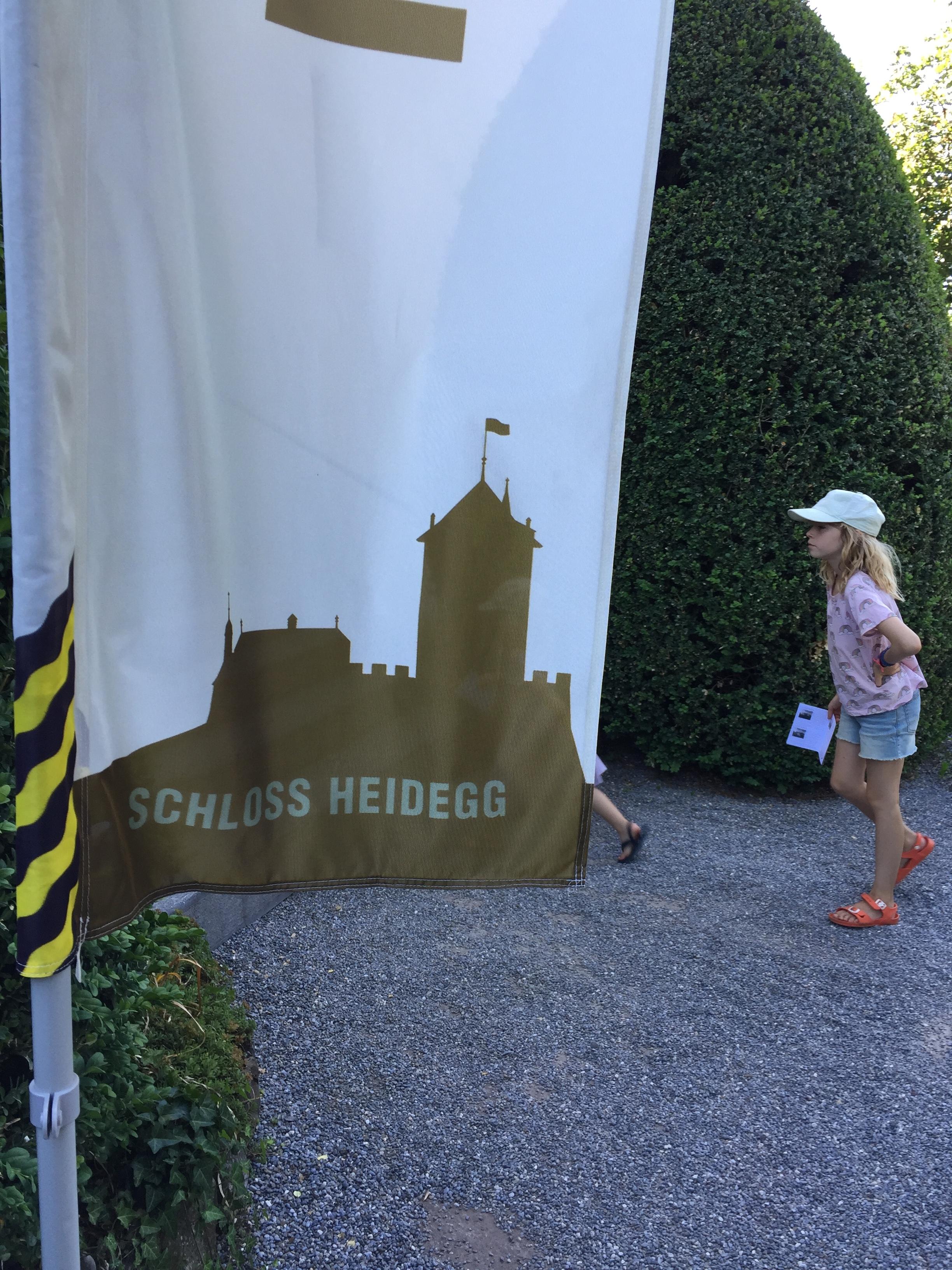 Nicht verpassen: - Heidegger TurmkellergeschichtenAnkleideKinder-EstrichBurgen bauenSpielplatz (mit Grillplatz vor dem Schloss)