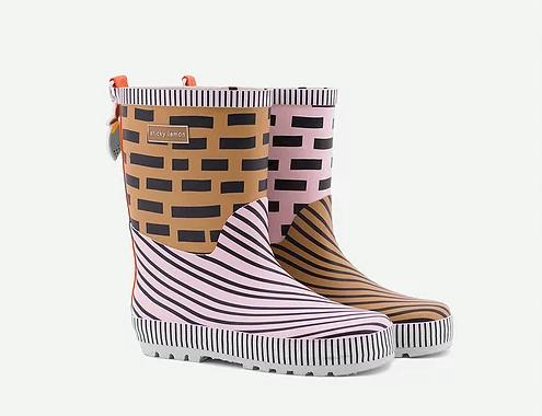 stickylemon rainboots.png