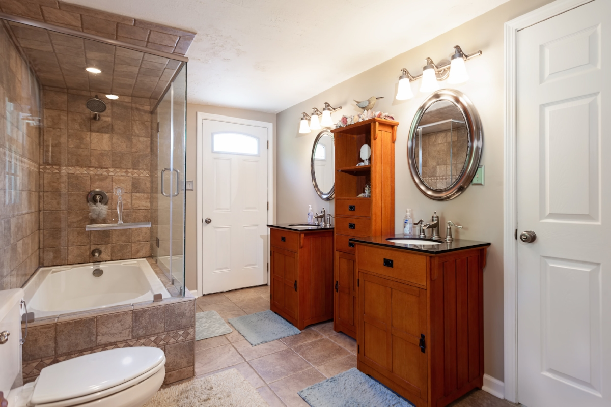 master-bath-with-open-tub-and-shower.jpg