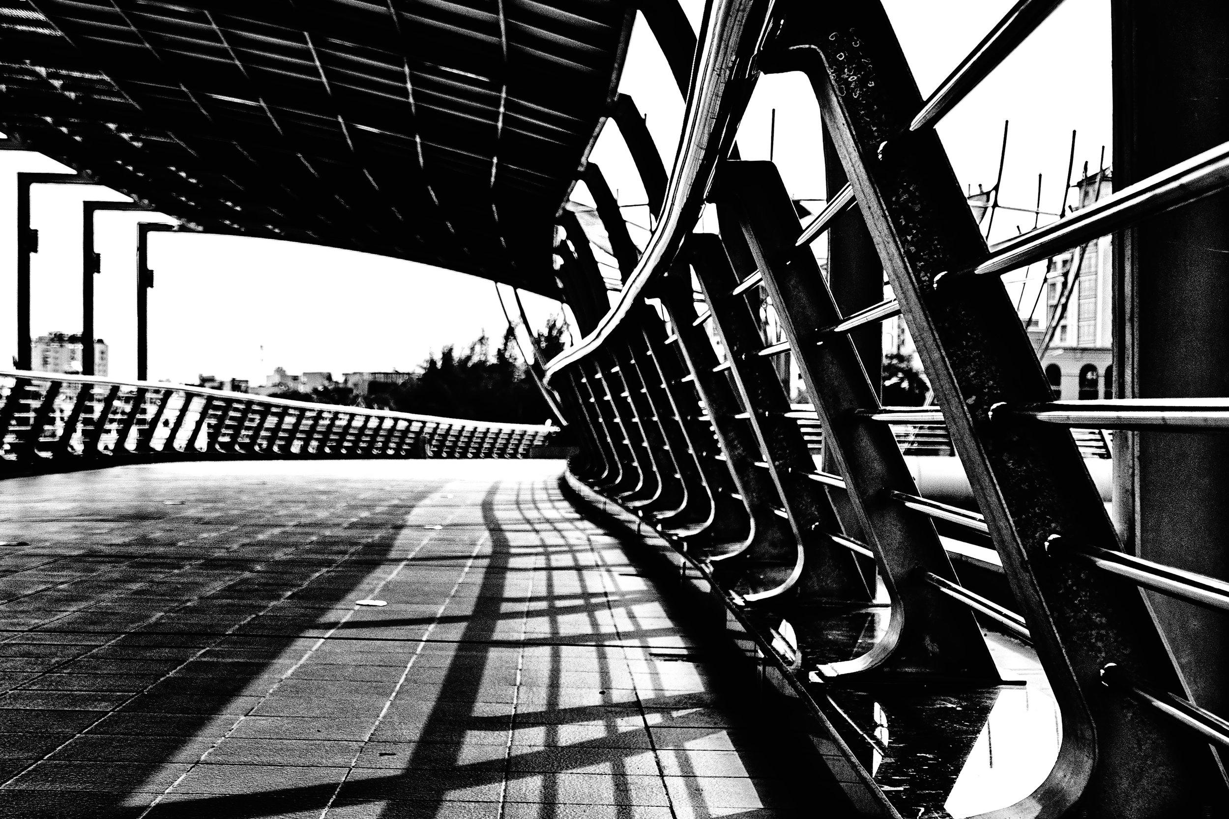 ninh-kieu-pedestrian-bridge.jpg