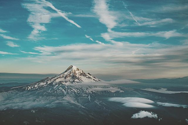 #mounthood from the plane #sonya7riii @therealmounthood  #landscapephotography #nature #mountains