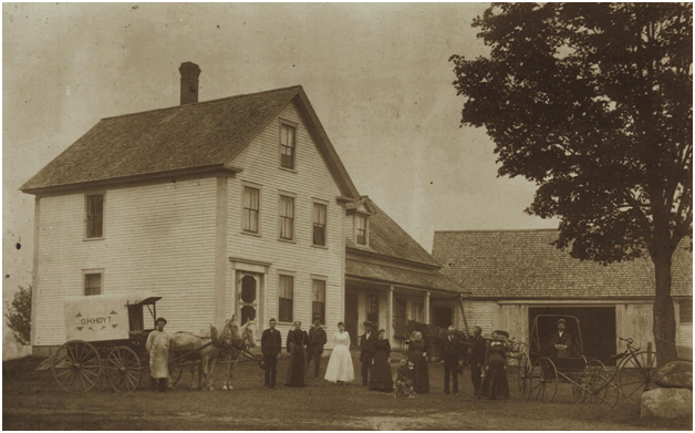 The Jerome Hoyt Farm in Grafton, with the whole family in front.Grafton Historical Society.