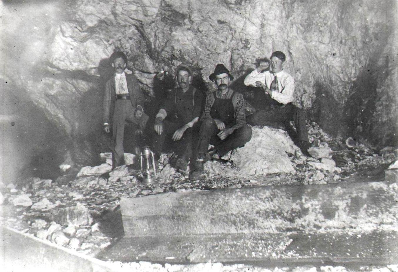1911 crew at Ruggles Mine. Courtesy Grafton Historical Society.