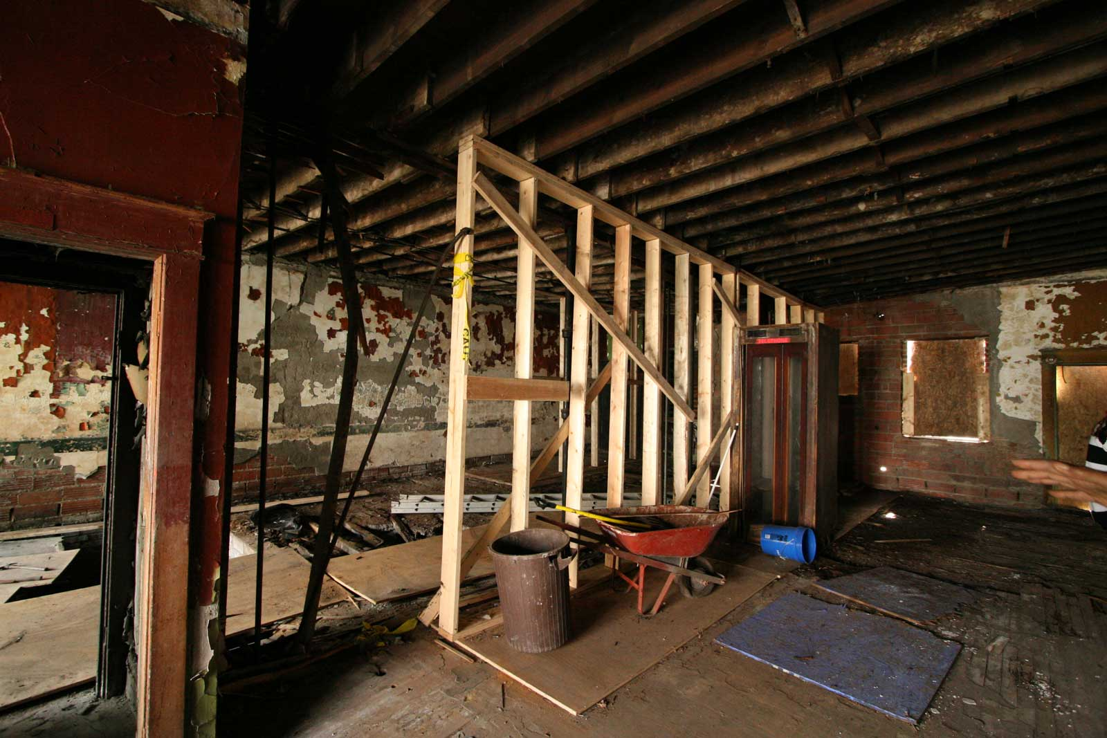 Temporary structural framing to support floor joists above