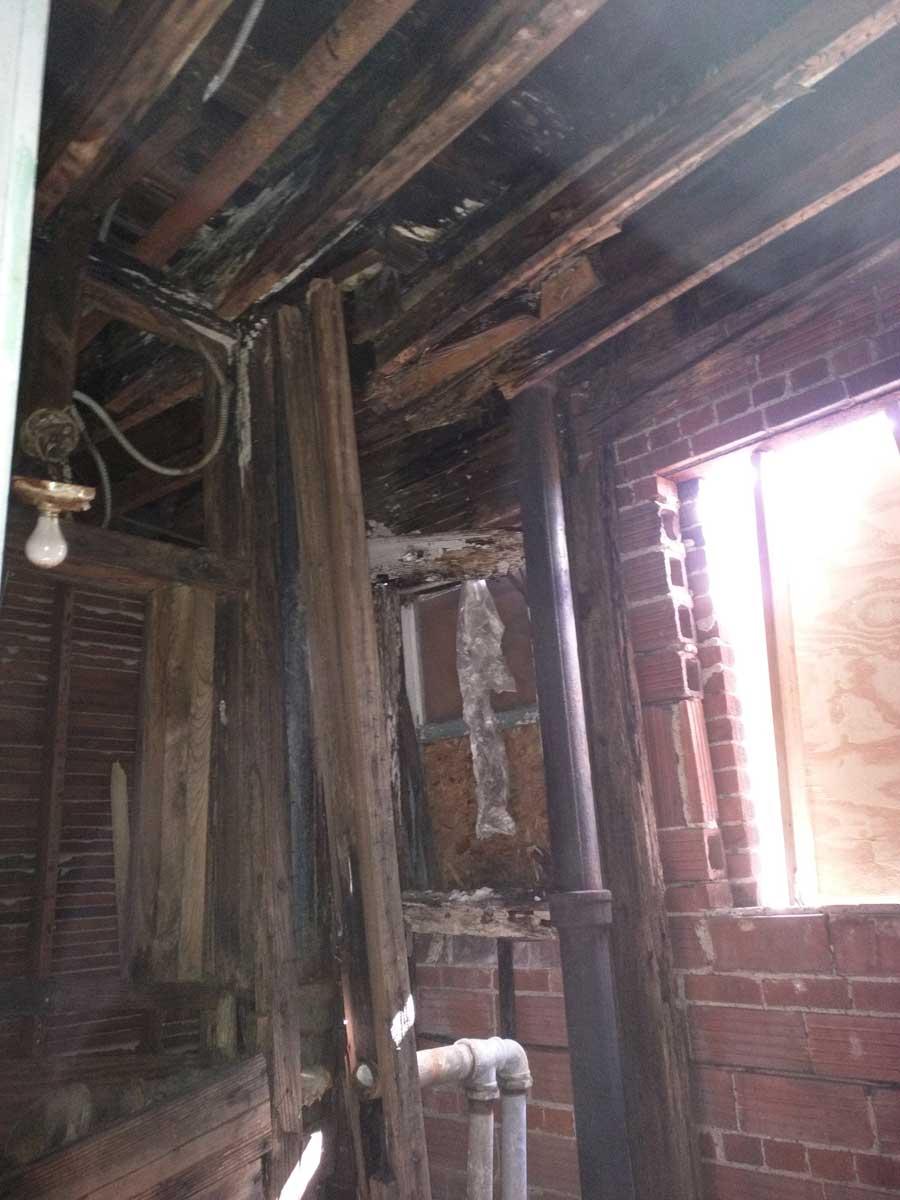 5x30-Roof-Joists-in-Bathroom-1.jpg