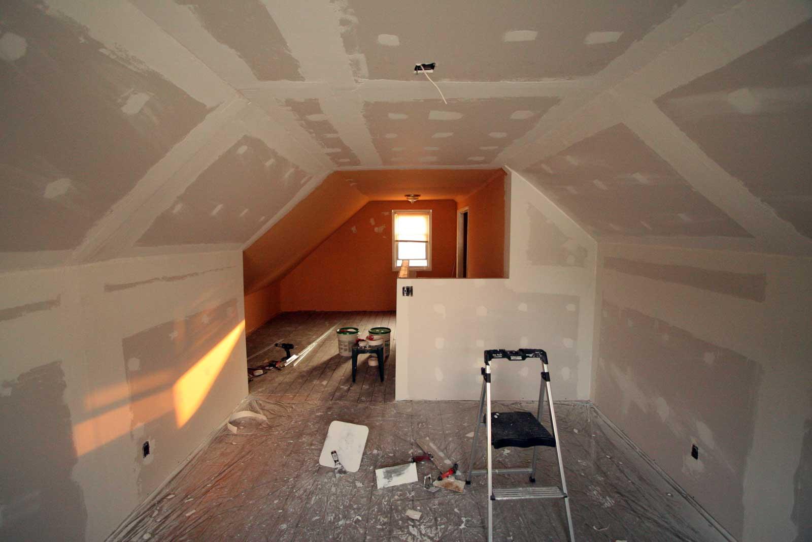 Mudding attic drywall