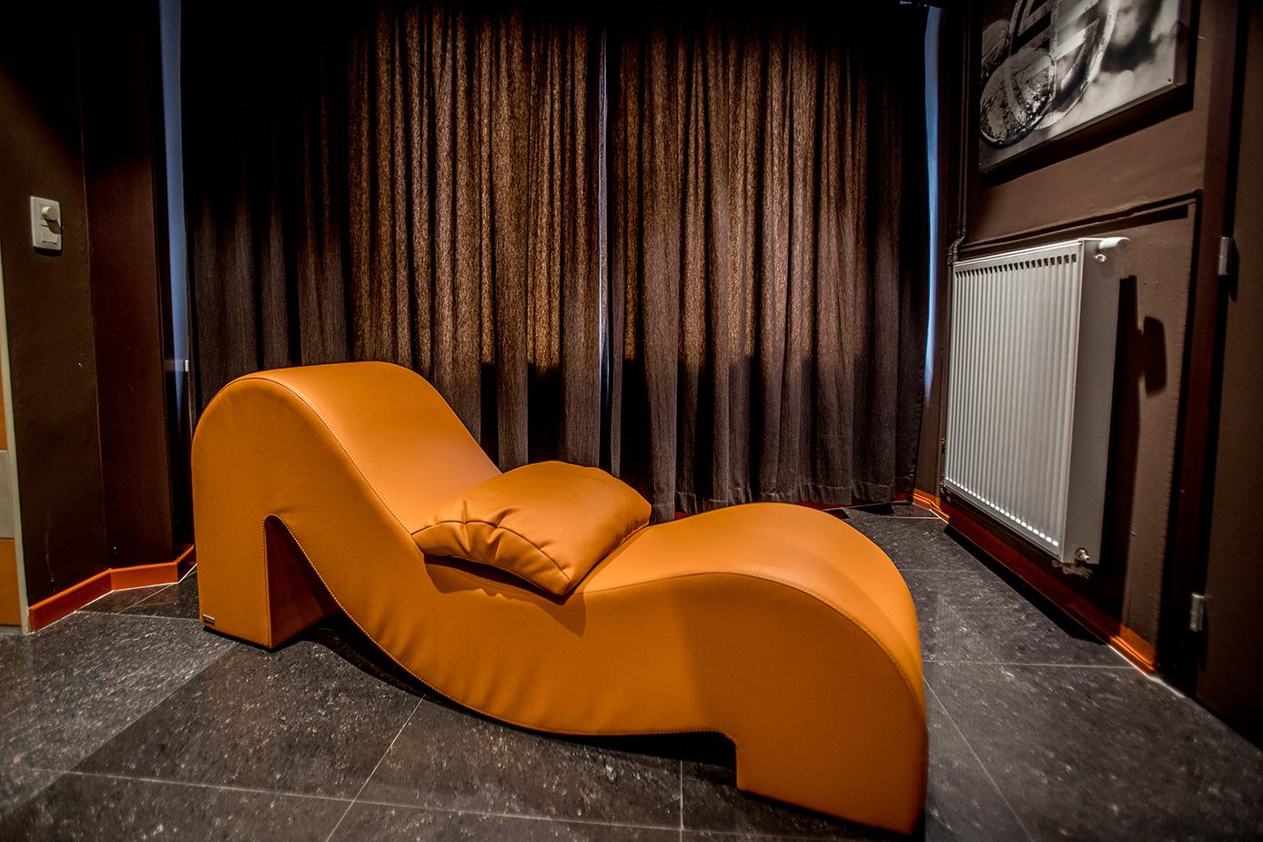 Ptitamie-rendezvous-hotelkamer-tantra-chair-4.jpg