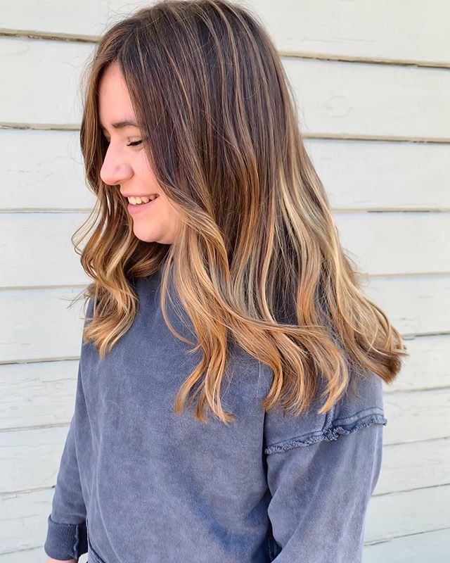 Cut & color by Elena @lanes_riley - 🍂 To keep her warm & caramel-y this client prebooked a toner appointment for 6 weeks out. This will keep her fresh through the new year and ready for highlights and a trim 10-12 weeks after the initial service - Link in bio to book your next hair service with Elena @lanes_riley