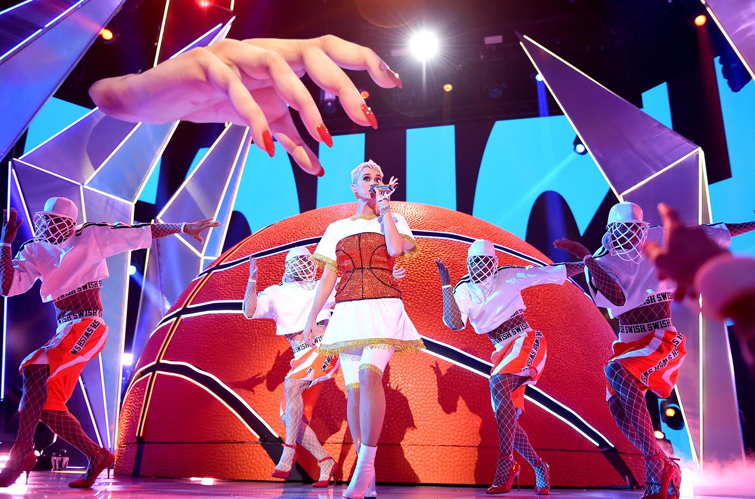 katy-perry-performance-mtv-vmas-show-2017-a-billboard-1548.jpg