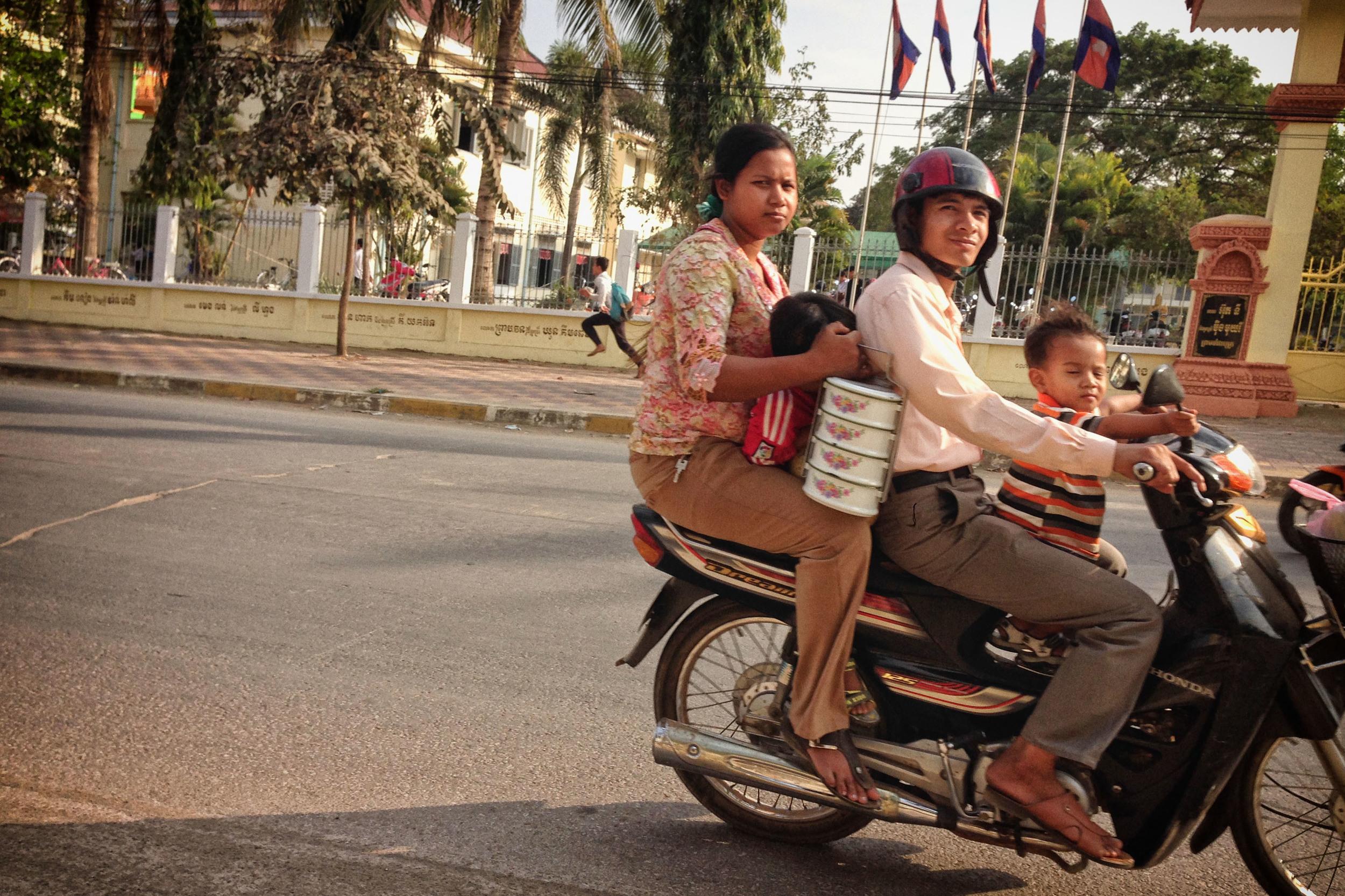 Mopeds_Cambodia_iP.02.JPG