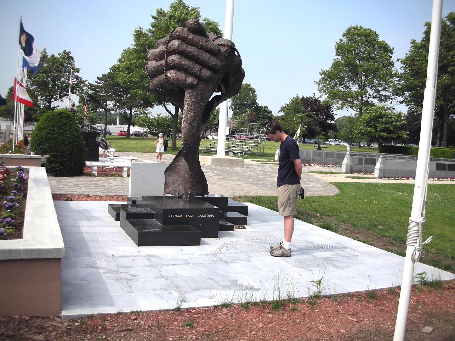 Vietnam Veterans Monument2.jpg