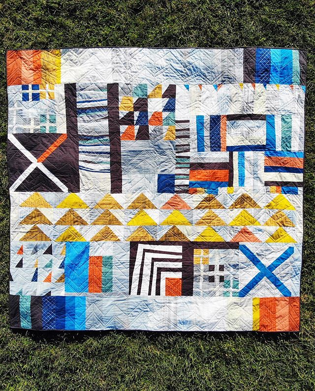 Meet the Books & Swimming quilt. It's an improv quilt I've been thinking about for the last five years and worked on all summer. Inspired by and for my best buddy, who loves books & swimming, it is about 2.15 x 2.3m in size (king bed-ish) and took around four weeks to make. I finished the hand stitching last night, took a couple of shots this morning and then wrapped it in a ribbon. It's hard to always show people how much you love them but a quilt lets you wrap them in it. • 💙 Fabric @carolynfriedlander Doe (I told you I'd been planning this a long time) + @konacotton solid coordinates, thread @aurifilthread 🧡 Long arming by @trudi_wood who is brilliant in every way 💛 Crosses & pluses blocks and improv concepts from @lusummers Improv Quilting book 🖤 Cutting, pressing, pinning and moral support Mr Kat, Milla, Monty & Betsy. Design support and talking me down from the panics @kellyfairy • #improvquilting #quiltsofinstagram #quilting #quilts #carolynfriedlanderdoe #carolynfriedlander #improvquilt #konasolids