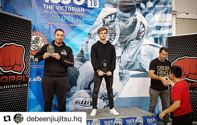 de Been Jiu Jitsu taking out 1st place in the Vic state titles junior division, congrats to everyone who competed 👊 #Repost @debeenjiujitsu.hq ・・・ Well done to everyone who competed at the @afbjjofficial VJJC, you all did an excellent job and we are proud of your hard work and dedication, thank you for representing #debeenjiujitsu ! 👊  Our Junior team remains undefeated taking first place overall!!!! 🏆  #afbjj #vjjc #competition #jiujisu #bjj #jits #campeão