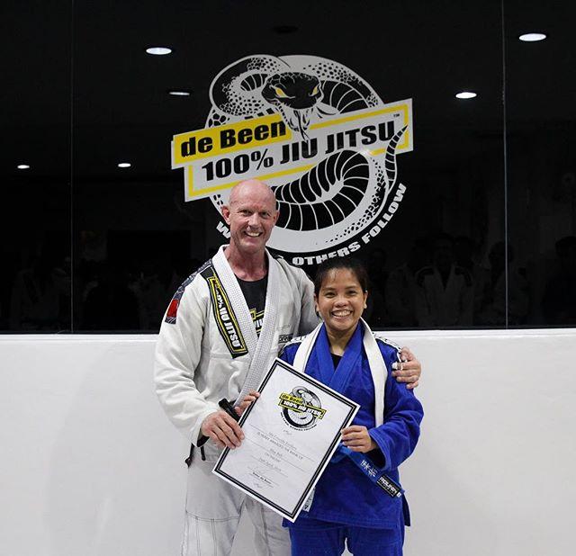 Congratulations to the girls of de Been for their belt and stripe promotions @kitikite @zhellc @chibi_christie @ecysaleldin credit @mhaekalreza  #peterdebeenjiujitsu #debeenjiujitsuindonesia #debeenjiujitsufamily #bjjgirls