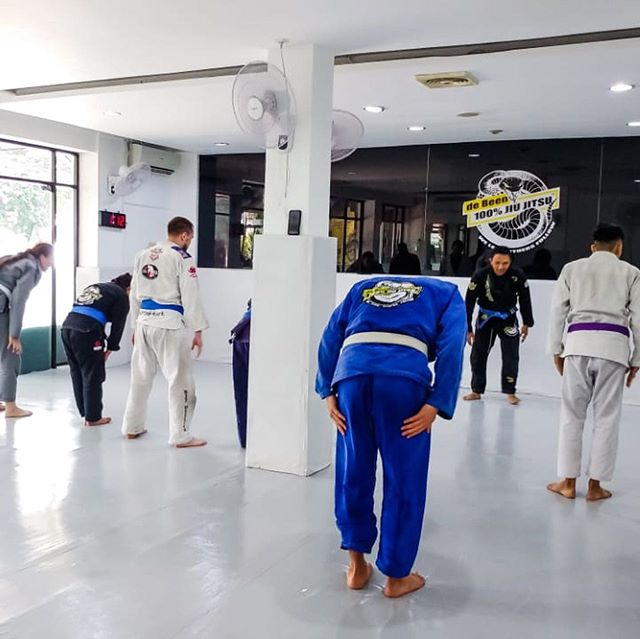 Shots of last day of training before going into the Lebaran holiday week, classes will resume back to normal this Friday! #peterdebeenjiujitsu #debeenjiujitsuindonesia #debeenjiujitsuindonesiahq #lebaranweek