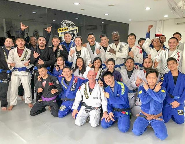 Amazing Q&A session by master @debeenpeter closing out the last days of 2019 Lebaran holidays. Congratulations to students who were promoted with stripes and blue belts today. #peterdebeenjiujitsu #debeenjiujitsuindonesia #debeenjiujitsuindonesiahq #debeenjiujitsukemang #debeenjiujitsubintaro #debeenjiujitsubsd #debeenjiujitsucibubur #debeenjiujitsujogjakarta #debeenjiujitsumalang