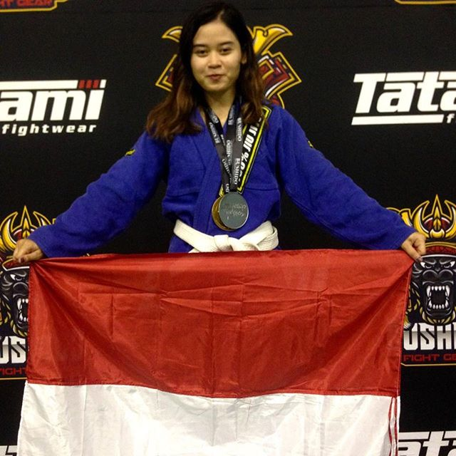 Another great performance this past weekend by @ecysaleldin winning gold and silver medals respectively in the adult light feather and absolute division. Congratulations Ecy 👏👏👏🥇🥈 #peterdebeenjiujitsu #debeenjiujitsuindonesiahq #jiujitsuasia #armbarqueen