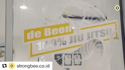 #repost Thanks to our Sport app partner Strongbee for doing a marvelous job on the intro clip. Get your discount through @strongbee.co.id  #Repost @strongbee.co.id with @get_repost ・・・ de Been 100%  Buka setiap hari Senin-Sabtu Jam Senin & Rabu: 6:00pm-9:00pm Selasa & Kamis: 7:00pm-9:00pm Jumat: 1:30pm-3:00pm Sabtu:  9:00am-10:00am (kids) 10:00am-1:00pm (adults) —  Studio kelas internasional untuk mengasah kemampuan Brazilian Jiu-Jitsu bersama pelatih BJJ.  Brazilian Jiu-Jitsu merupakan olahraga beladiri yang ampuh bikin tubuh fit dan membentuk tubuh ideal.  Bukan hanya itu, Brazilian Jiu-Jitsu juga dapat meningkatkan stamina, melatih mental fokus, membakar lemak, mengencangkan otot, melatih fleksibilitas tubuh, menambah keberanian, mengurangi stres dan energi negatif.  Ayo download STRONGBEE sekarang! Kalian bisa dapetin semua manfaat Brazilian Jiu-Jitsu dan juga diskon 10% setiap booking kelas de Been 100% melalui app.  #StayConnectedStayStrong #Strongbee #StayHealthy #StayStrong #StayConnected #strongbeeestablishment
