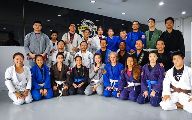 Saturday morning all levels class with professor @leokrishna credit @de_bahagias  #peterdebeenjiujitsu #debeenjiujitsuindonesia #debeenjiujitsuindonesiahq #bjjgirlsasia #jiujitsuasia