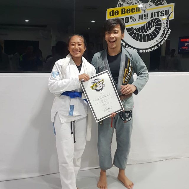 Congratulations to one of our first and hardest training students @kiaraputrilia for her promotion to blue belt. Very well deserved. Congratulations Kiara! #peterdebeenjiujitsu #debeenjiujitsu #debeenjiujitsuindonesia #debeenjiujitsuindonesiahq #bluebeltpromotion
