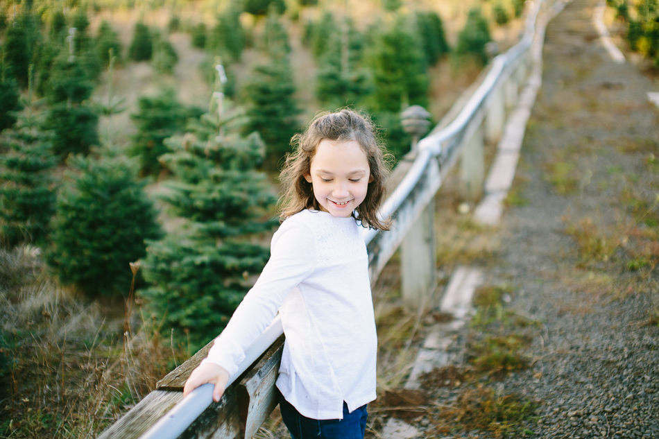 sleighbells-of-sherwood-christmas-tree-farm-family-photos-4.jpg