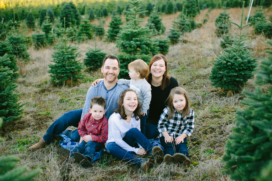 sleighbells-of-sherwood-christmas-tree-farm-family-photos-12.jpg