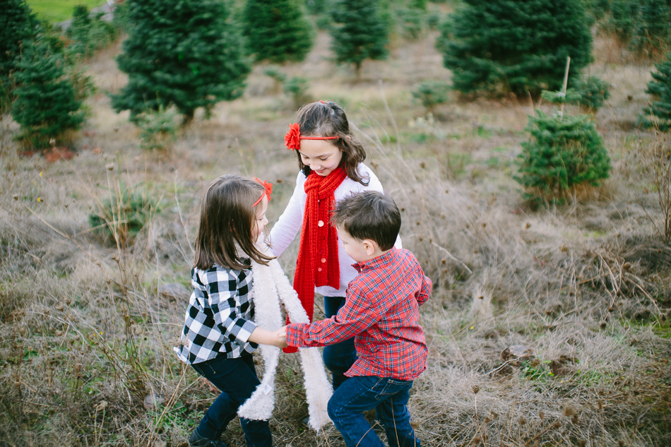 sleighbells-of-sherwood-christmas-tree-farm-family-photos-21.jpg