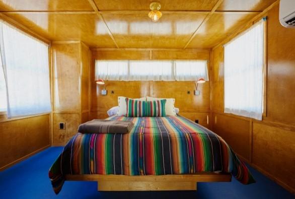 Interior: El Comisco Hotel trailer