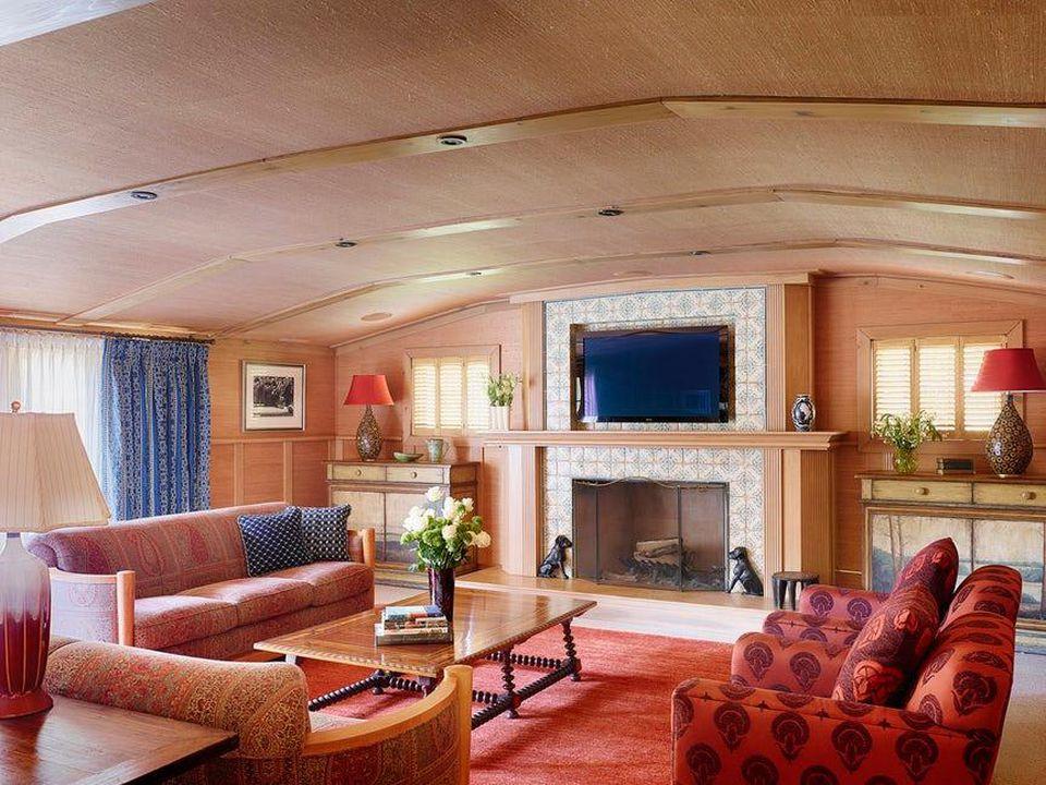 Coral interiors by Alan Design Studio