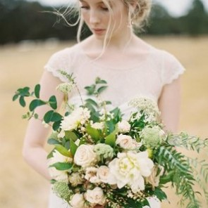 bridewithbouquet.jpg