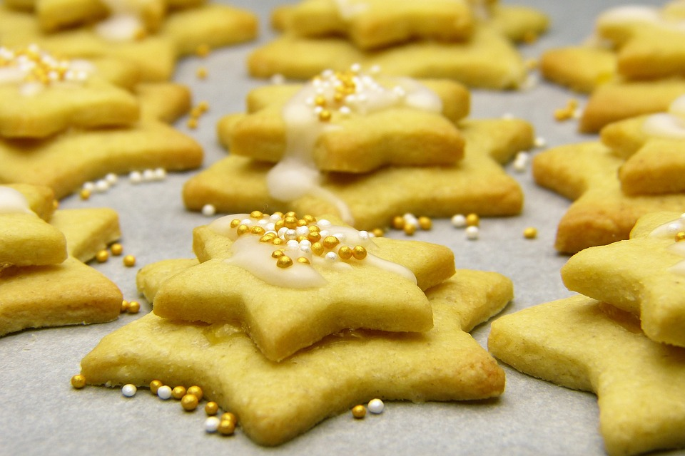 Sugar Cookies - These delicious homemade cookies will bring smiles at your holiday event! They can be prepared and baked prior to guest arrival or make it a fun activity for everyone to enjoy!(Serves 12)