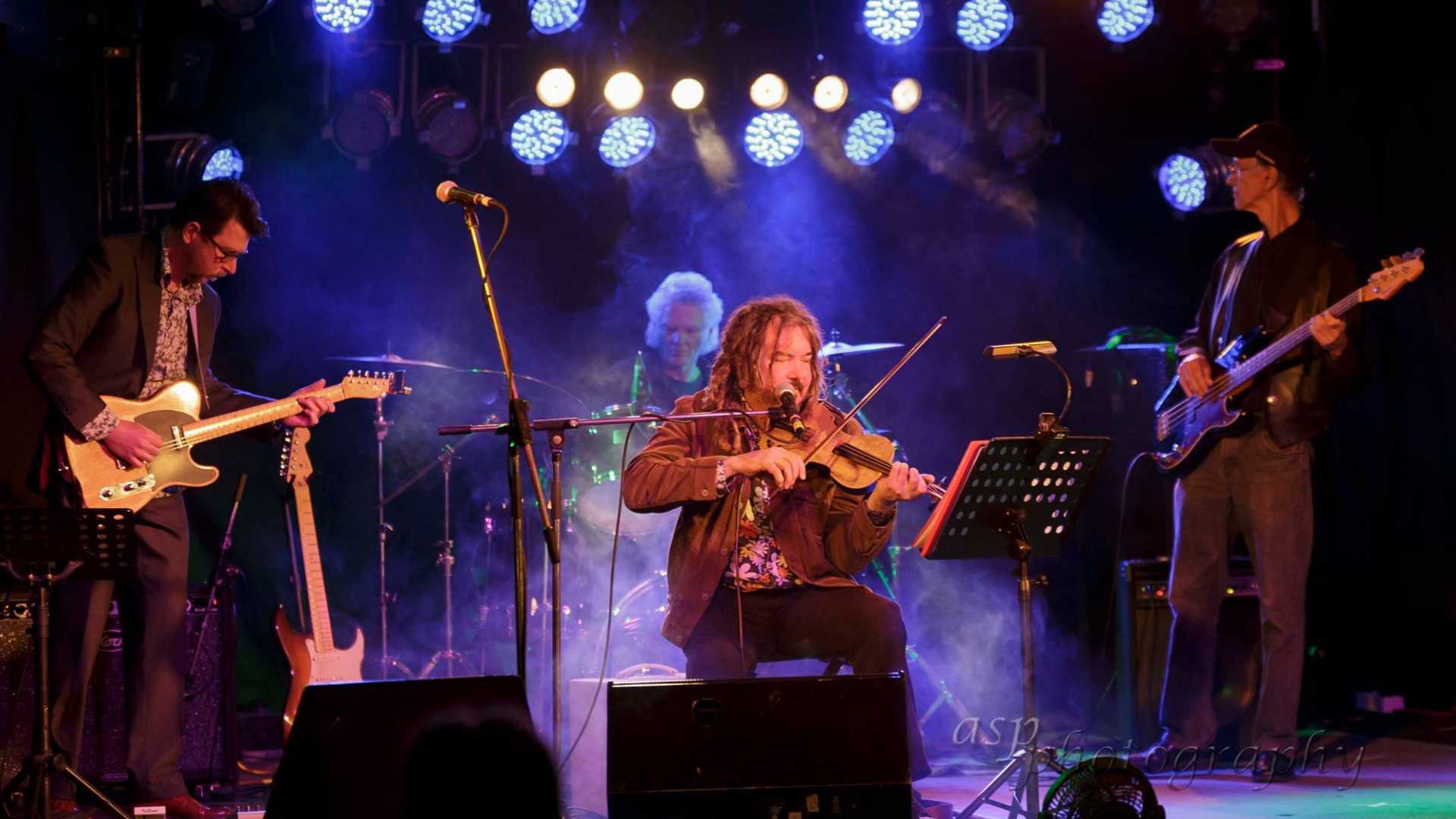13_Rupert and his band - photo by ASP Photography.png