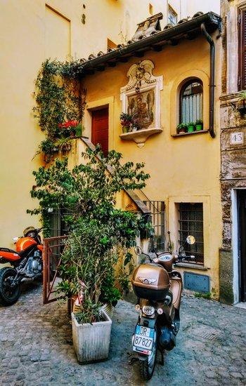 Vespa in Trastevere sidestreet.jpg