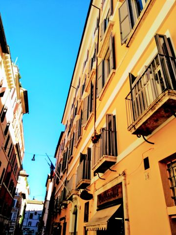 Orange walls in Trastevere.jpg