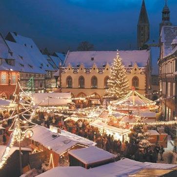 b83b7f89d3a737d2f3fc18a9af8f20e0--german-christmas-markets-christmas-in-germany.jpg