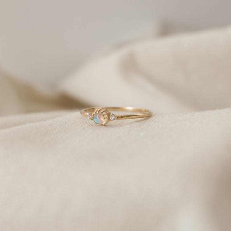 merewif-joyful-eyes-ring-gold-rainbow-moonstone.jpg