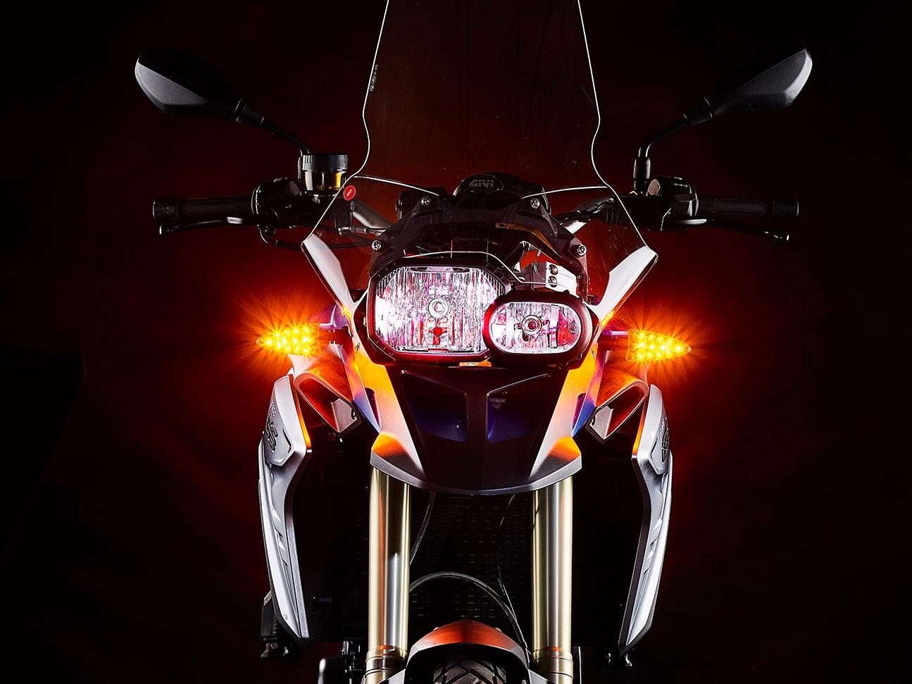 weiser-driving-light-turn-signal-combo-3.jpg