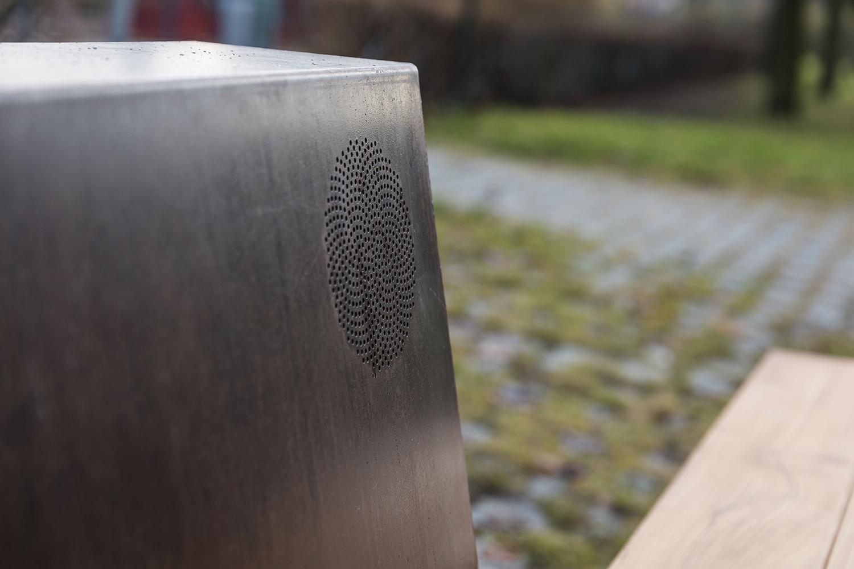 Ljudbänken är tillverkad av designern och möbelformgivaren Jonas Wahlström.   ©Mattias Ek/Stockholms stad  ( CC BY-NC-SA 2.5 SE )