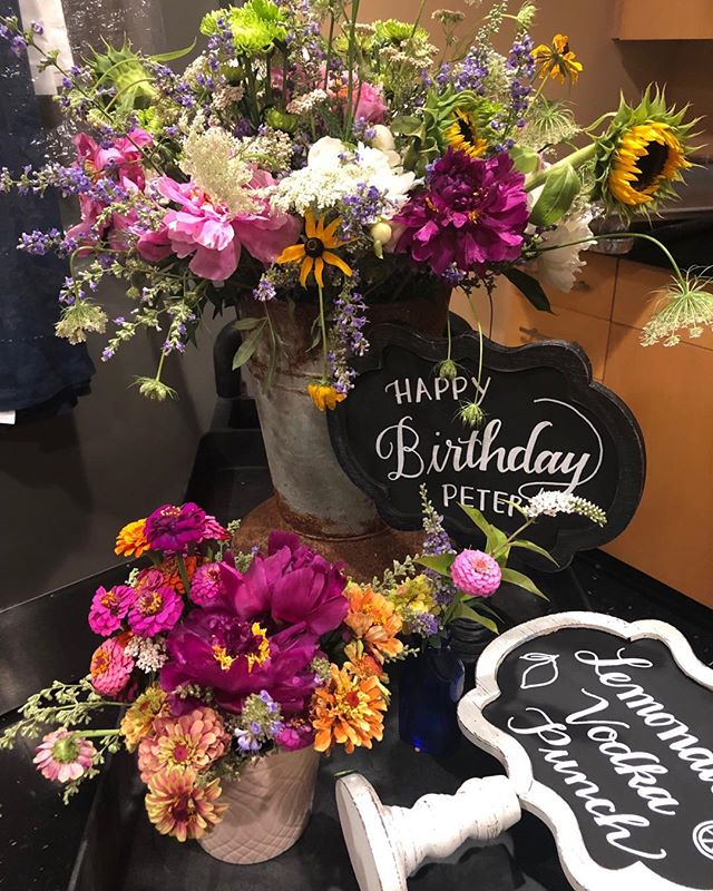 Beautiful summertime floral arrangements Charlene made for Peters Holbrook's  75th birthday celebration yesterday. • • • #Charleneskitchen #charlenesvault #alexandriava #oldtownalexandria #caterer #floral #floralarrangements #decor #summertime #dinner #birthday #celebration