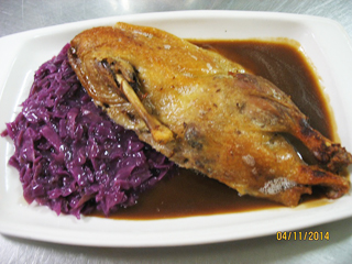 1/2 roasted duckling with red cabbage