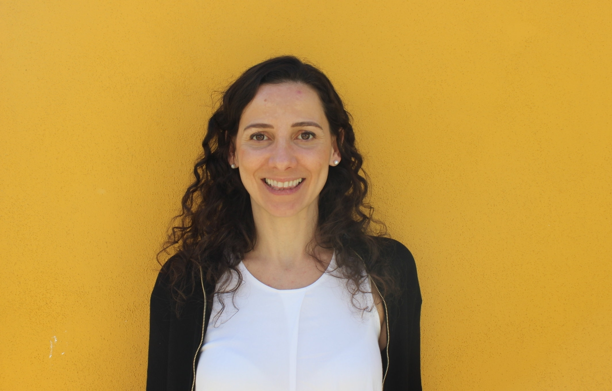 MARIANA SERVIDIO DE CASTRO  Com 15 anos de experiência, a Mariana é especialista em planeamento financeiro e controlo de gestão. Trabalhou no setor público, multinacional, pequena e média empresas e startup. Foi analista económica no Conselho Administrativo de Defesa Económica (Brasil), especialista de controlo de gestão na Gás Natural Fenosa (Espanha) e gerente de planeamento financeiro nos hotéis Le Canton (Brasil).  Em Portugal é consultora, empreendedora e formadora em cursos de finanças para empreendedores.   É licenciada em Economia pela Universidade Federal Fluminense (Brasil), possui um Máster em Regulação Económica pela Universidade de Barcelona e é pós graduada em Gestão Económico-Financeira pela IDEC-Pompeu Fabra (Barcelona).    SUPER PODER -  Comprometimento e dedicação