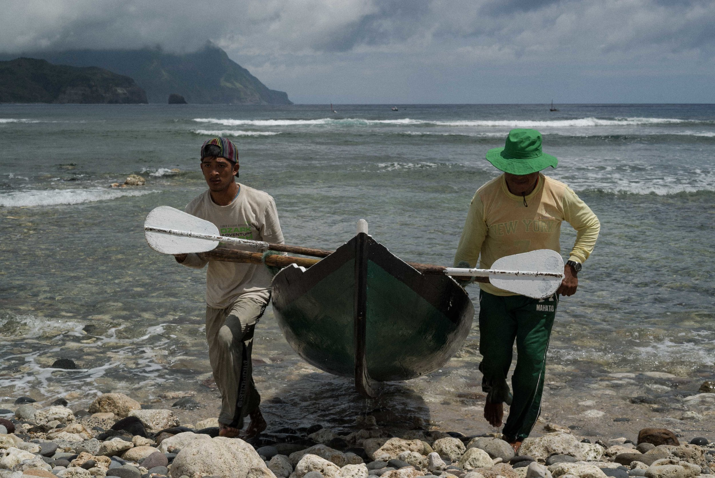 Fellow fishermen help carry other boats.