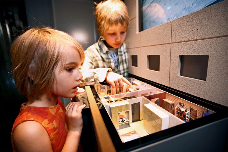 Plattenbau model © DDR Museum